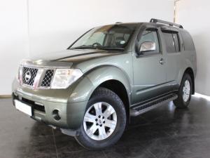 Nissan Pathfinder 4.0 V6 automatic - Image 1