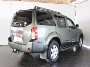 Nissan Pathfinder 4.0 V6 automatic - Image 3