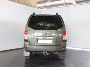 Nissan Pathfinder 4.0 V6 automatic - Image 4