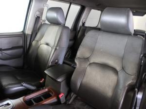 Nissan Pathfinder 4.0 V6 automatic - Image 6