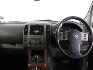 Nissan Pathfinder 4.0 V6 automatic - Image 8