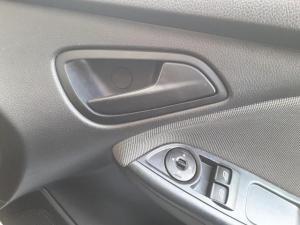 Ford Focus sedan 1.6 Ambiente - Image 10