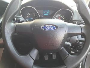Ford Focus sedan 1.6 Ambiente - Image 12