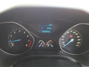Ford Focus sedan 1.6 Ambiente - Image 13