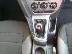 Ford Focus sedan 1.6 Ambiente - Image 15