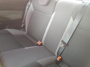 Ford Focus sedan 1.6 Ambiente - Image 19