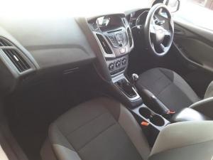 Ford Focus sedan 1.6 Ambiente - Image 20