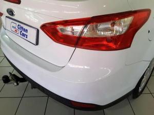 Ford Focus sedan 1.6 Ambiente - Image 5