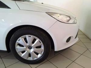 Ford Focus sedan 1.6 Ambiente - Image 6