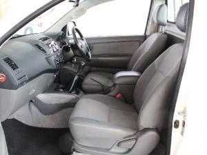 Toyota Hilux 2.5D-4D SRX - Image 11