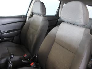Chevrolet Aveo 1.6 LS hatch - Image 6