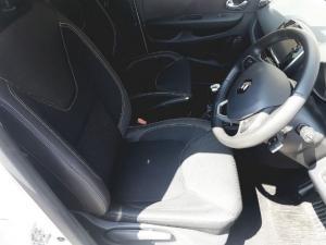 Renault Clio IV 900 T Expression 5-Door - Image 2