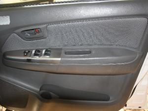 Toyota Hilux 2.5D-4D double cab Raider - Image 9