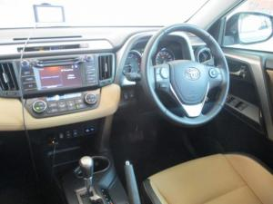 Toyota RAV4 2.2D VX automatic - Image 5