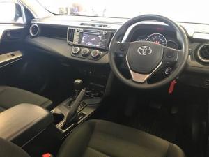 Toyota RAV4 2.0 GX automatic - Image 17