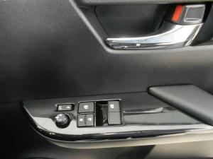 Toyota Hilux 2.8 GD-6 RB Raider automaticE/CAB - Image 5