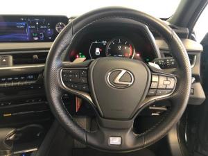 Lexus UX 200 F-Sport - Image 11