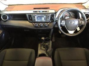 Toyota RAV4 2.0 GX automatic - Image 6