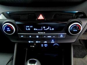 Hyundai Tucson 2.0 Crdi Executive automatic - Image 23