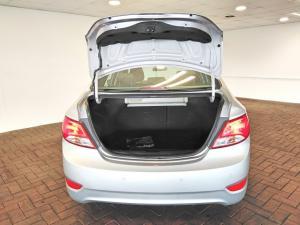Hyundai Accent hatch 1.6 Fluid auto - Image 5