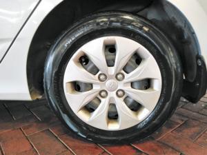 Hyundai Accent hatch 1.6 Fluid auto - Image 6