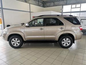 Toyota Fortuner 3.0D-4D Raised Body - Image 2