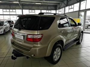 Toyota Fortuner 3.0D-4D Raised Body - Image 6