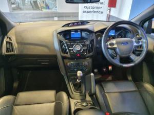 Ford Focus 2.0 Ecoboost ST3 - Image 9