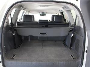Toyota Land Cruiser Prado 4.0 VX - Image 14