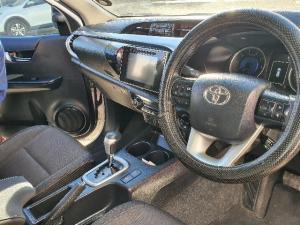 Toyota Hilux 2.8 GD-6 Raider 4X4 automaticD/C - Image 6