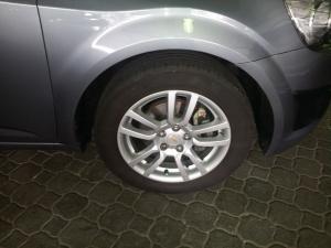 Chevrolet Sonic sedan 1.6 LS auto - Image 2