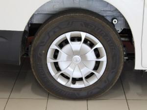 Toyota Quantum 2.8 LWB panel van - Image 7