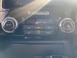 Mitsubishi Pajero 3.2 Di - Dc GLS automatic - Image 9