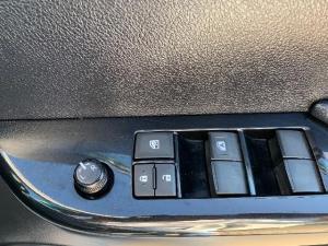 Toyota Hilux 2.4 GD-6 SRX 4X4 automaticD/C - Image 12