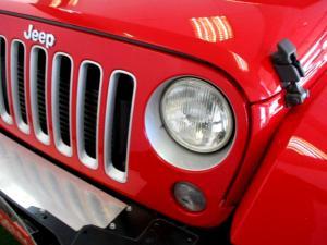Jeep Wrangler 2.8 CRD Unltd Sahara automatic - Image 13