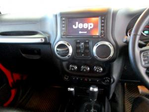 Jeep Wrangler 2.8 CRD Unltd Sahara automatic - Image 20