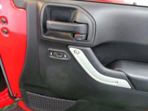 Jeep Wrangler 2.8 CRD Unltd Sahara automatic - Image 26