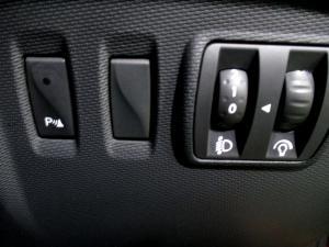 Renault Captur 1.2T Dynamique EDC 5-Door - Image 23