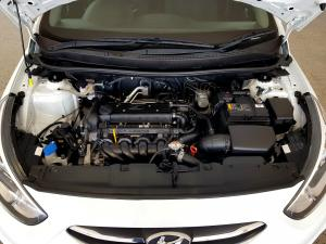 Hyundai Accent 1.6 GLS/FLUID automatic - Image 9