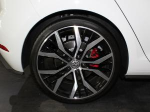 Volkswagen Golf VII GTi 2.0 TSI DSG - Image 21