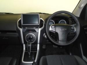 Isuzu D-MAX 300 LX automatic D/C - Image 5