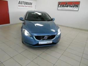 Volvo V40 T3 Momentum Geartronic - Image 2