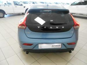 Volvo V40 T3 Momentum Geartronic - Image 4