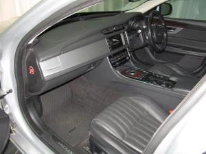 Jaguar XF 25t Portfolio - Image 18