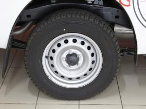 Toyota Hilux 2.4GD (aircon) - Image 7