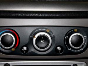 Renault Megane III 1.6 Shake IT! 5-Door - Image 20