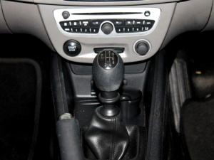 Renault Megane III 1.6 Shake IT! 5-Door - Image 23