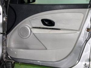 Renault Megane III 1.6 Shake IT! 5-Door - Image 25