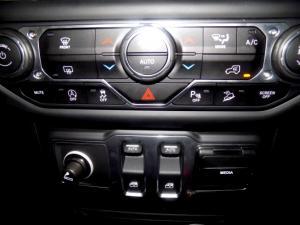 Jeep Wrangler Sahara 3.6 V6 2-Door - Image 23