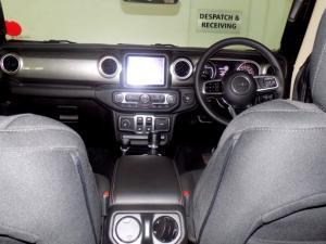 Jeep Wrangler Sahara 3.6 V6 2-Door - Image 8